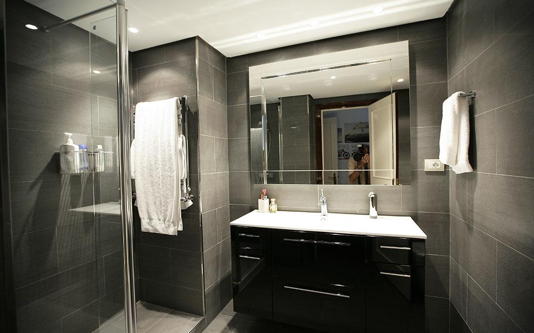 baño negro